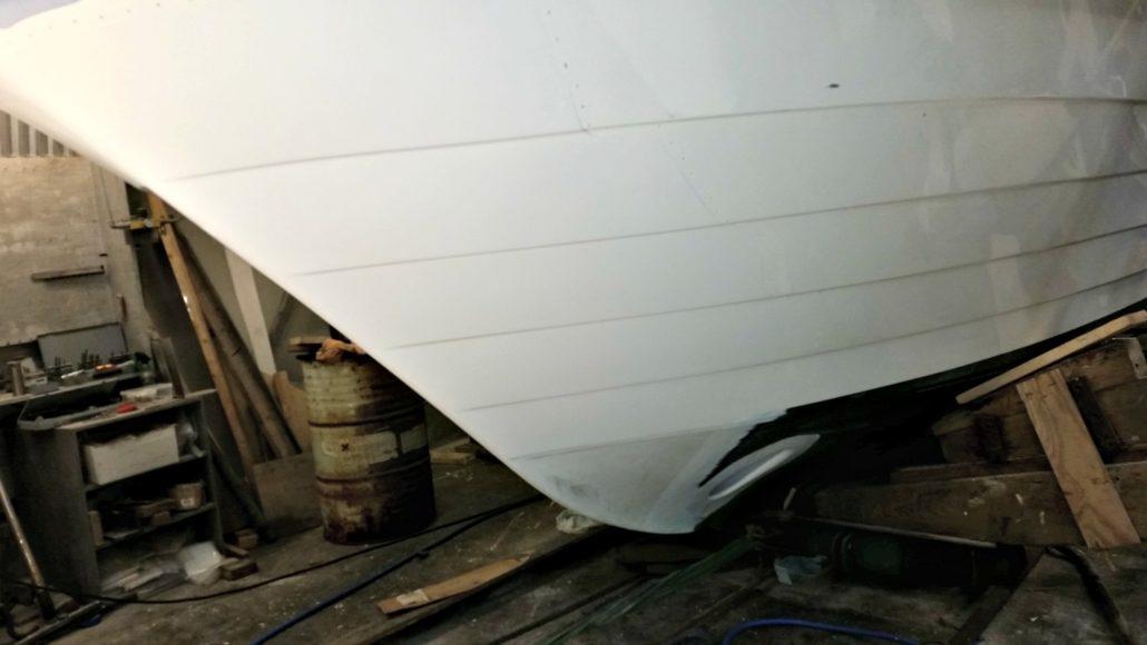 Seljestokken båtverksted har reparert skadd skrog